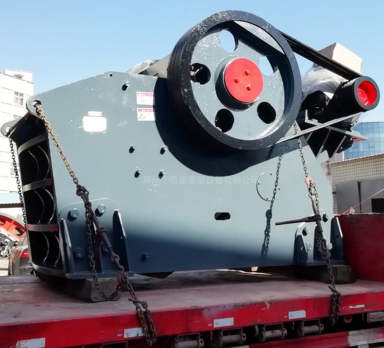 PEV系列欧版颚式破碎机发货现场图2